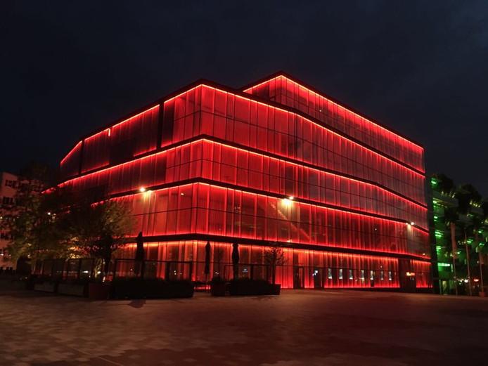 Theater de KOM in Nieuwegein kleurt rood vanwege 50 jaar Special Olympics