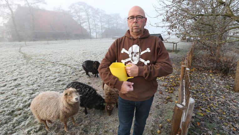 Jan Dijkgraaf met zijn schapen. Beeld anp