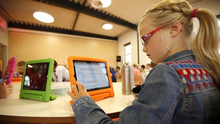 Een leerlinge op de eerste Steve Jobs-school van Nederland. Beeld anp