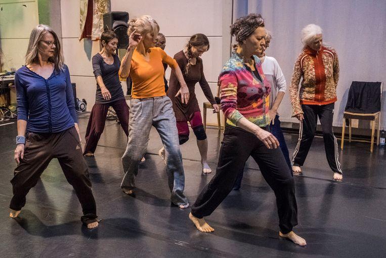 De repetities van Danstheater Aya in Amsterdam. Beeld Joris Van Gennip