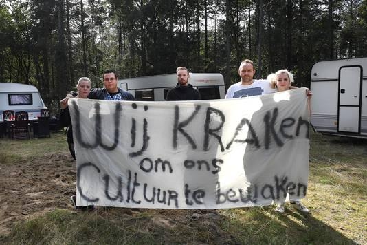 De woonwagenbewoners toen ze het voormalige kampje aan de Kampweg in Mill eind september weer in gebruik hadden genomen.