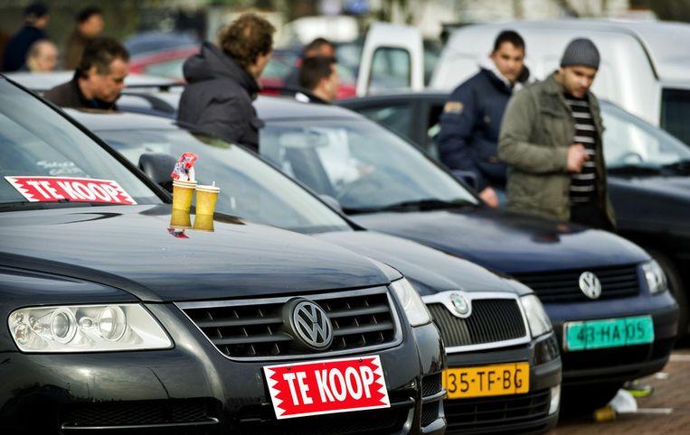 Bezoekers op de Automarkt in Beverwijk. Beeld anp
