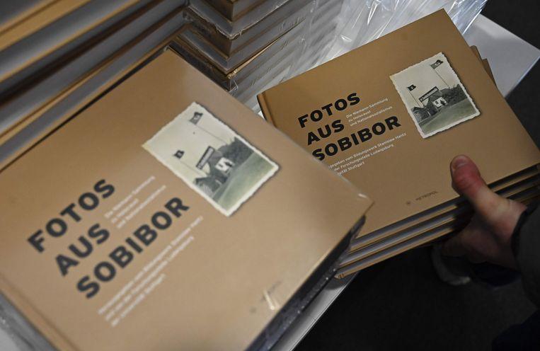 De collectie nieuw onthulde foto's.