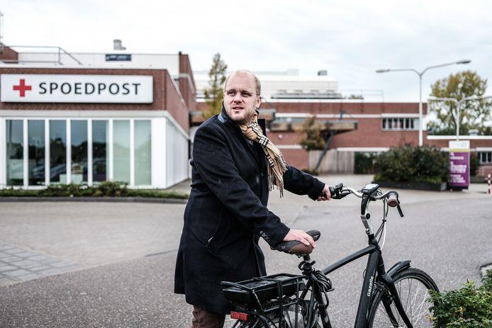 Joris Bengevoord, burgemeester van Winterswijk bij de spoedpost.