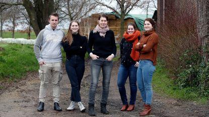 """Weduwe Greet uit 'Boerenjaar' runt haar veebedrijf samen met haar vier kinderen: """"Ergerlijk hoe wij boeren de schuld krijgen van de klimaatopwarming"""""""