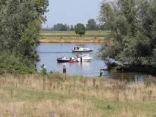 Vrouw (23) overleden na aanvaring door waterscooter op Maas bij Neerlangel