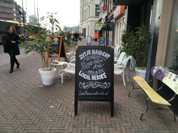 De slogan van de Utrechtse kapsalon Local Heroes is genomineerd voor de Slechtste Slogan van 2016.