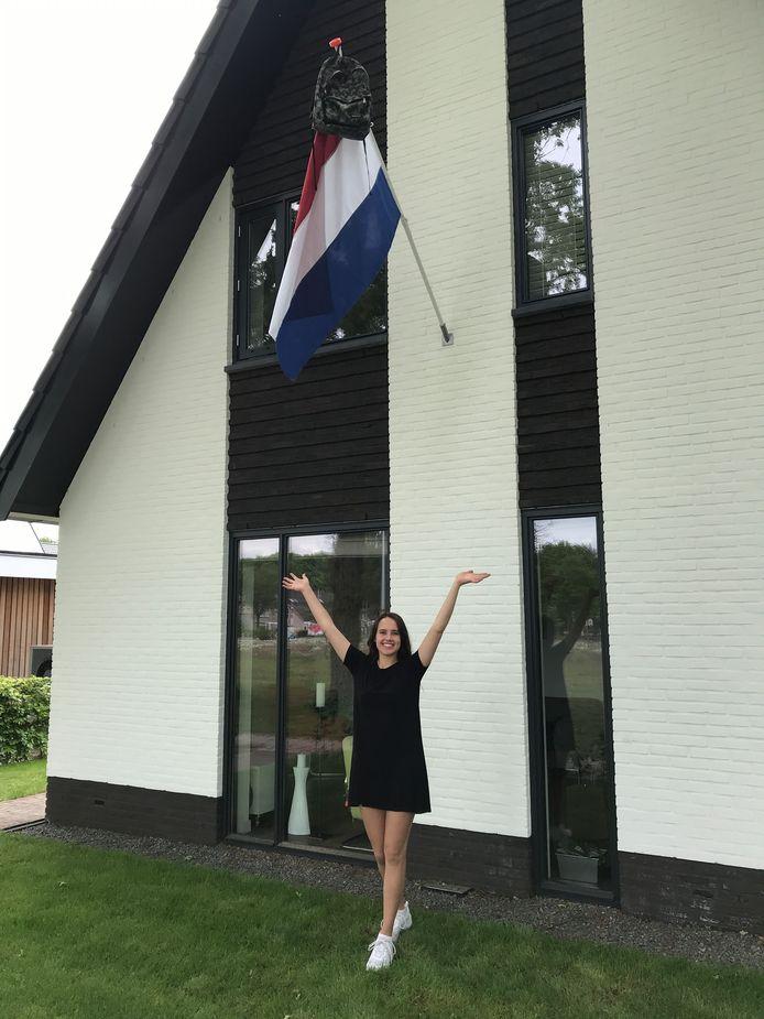 Jeline Eland (17) uit Apeldoorn is geslaagd voor haar vwo gymnasium aan het Christelijk Lyceum. Na de zomer gaat ze sociologie studeren aan de Universiteit Utrecht.