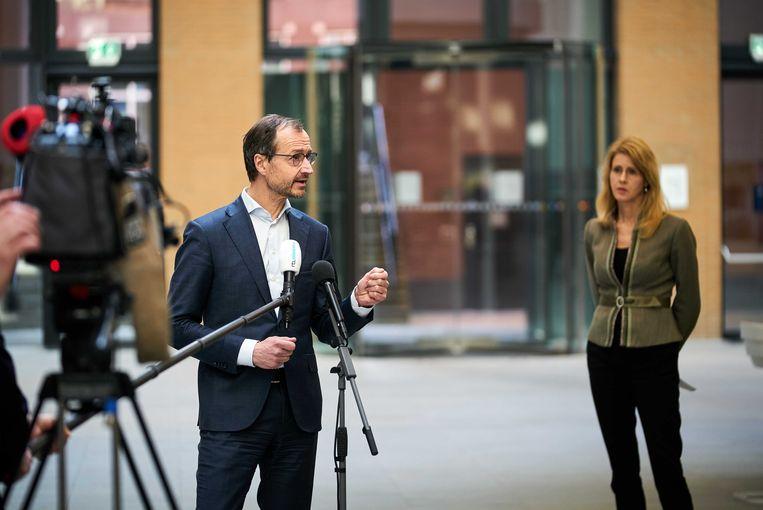 Minister Eric Wiebes en staatssecretaris Mona Keijzer van Economische Zaken en Klimaat.   Beeld ANP