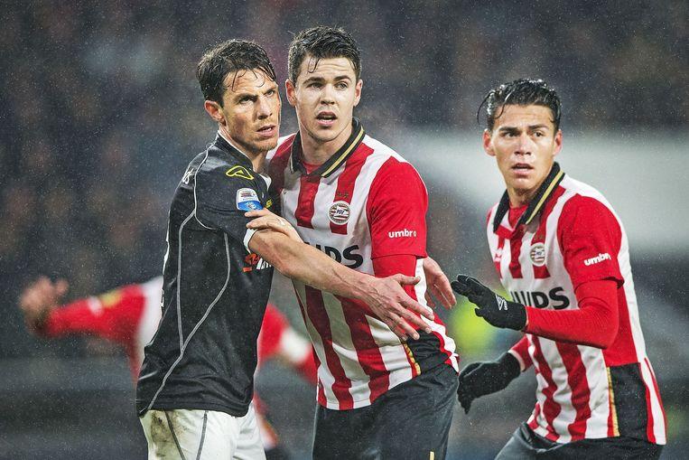 Mark-Jan Fledderus (Heracles) en PSV'ers Marco van Ginkel en Hector Moreno. Beeld Guus Dubbelman / de Volkskrant