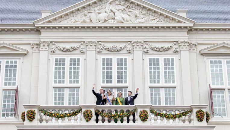 De koninklijke familie op het bordes van paleis Noordeinde tijdens Prinsjesdag. Beeld Jerry Lampen / ANP