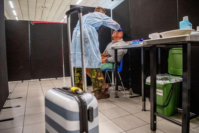 GGD opent een teststraat voor reizigers Schiphol.