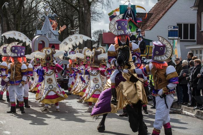 Beeld van de carnavalsoptocht in Handel in 2019.