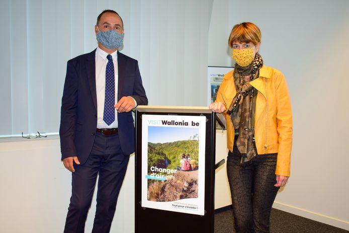 Etienne Claude, directeur général de Wallonie Belgique Tourisme, et Valérie De Bue (MR), ministre wallonne du Tourisme, lundi, à Namur