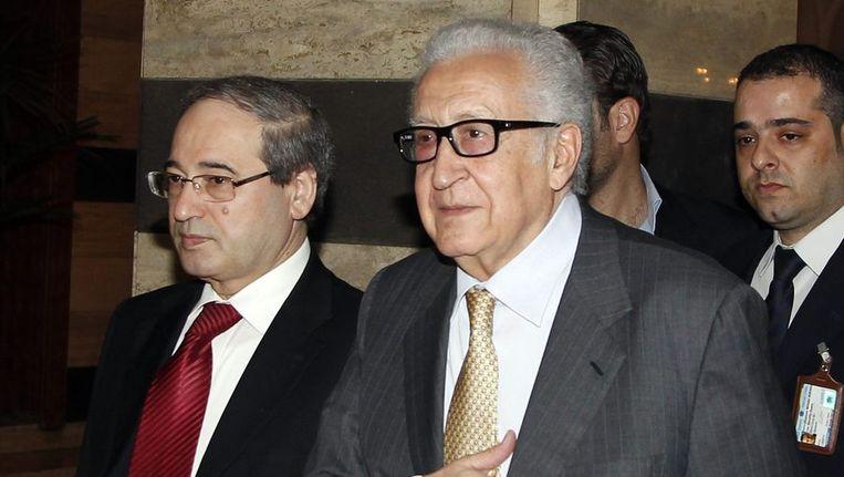 Lakhdar Brahimi keert terug naar zijn hotel na een ontmoeting met de Syrische president Assad. Beeld reuters