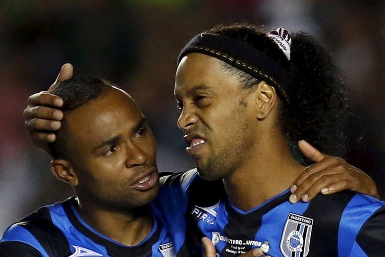 Ronaldinho (rechts) met ploeggenoot William Da Silva bij Queretaro.