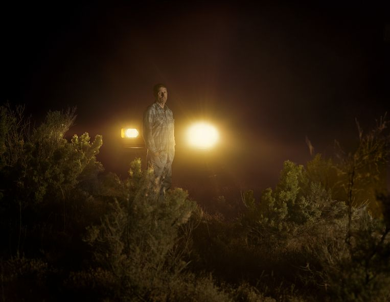 Charles Irvin Fain op de vermeende plaats delict bij de Snake River in Melba, Idaho. Hij zat achttien jaar vast in afwachting van de doodstraf voor moord en verkrachting, tot hij onschuldig bleek. Beeld Taryn Simon