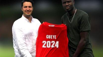 Transfer Talk. KV Oostende haalt Senegalese aanvaller bij Saint-Étienne - Verdediger Standard geniet interesse van Atalanta