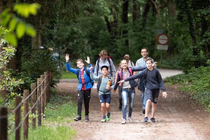 Het is heerlijk wandelweer voor de avondvierdaagsen in Huijbergen en Ossendrecht.