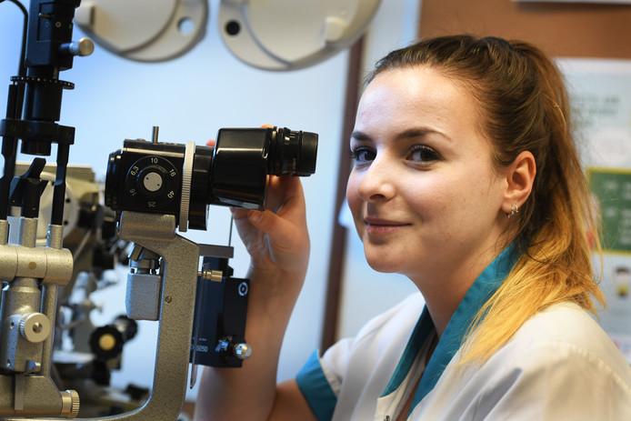 Orthoptist Audrey van Hooft.