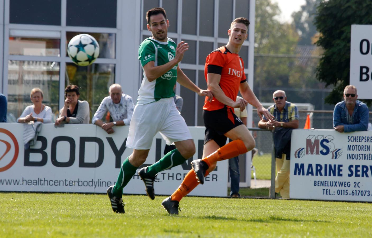 Wouter Duvekot (rechts) opende de score namens Terneuzense Boys.
