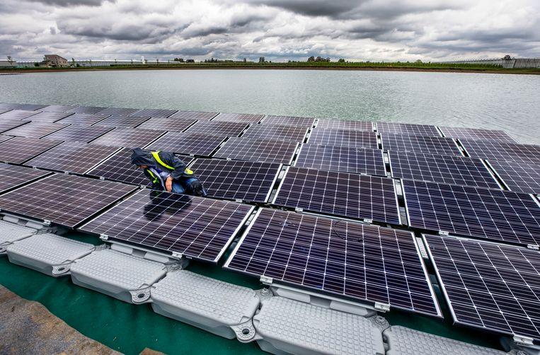 Voor de productie van zonnepanelen zijn zeldzame metalen nodig. Beeld Raymond Rutting / de Volkskrant