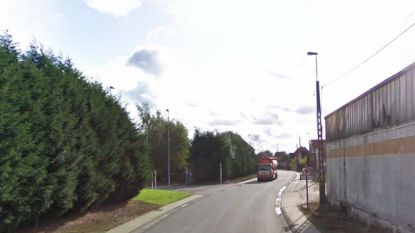 Verkeersbord om zwaar verkeer uit Brielstraat te houden
