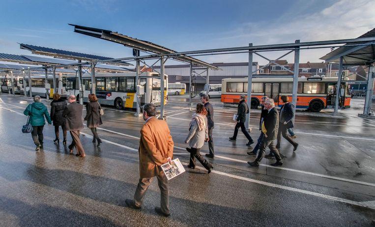 Vlaams minister van Mobiliteit en Openbare Werken Lydia Peeters heeft samen met Iepers burgemeester Emmily Talpe en directeur-generaal van De Lijn Roger Kesteloot de vernieuwde stelplaats van De Lijn in Ieper geopend.