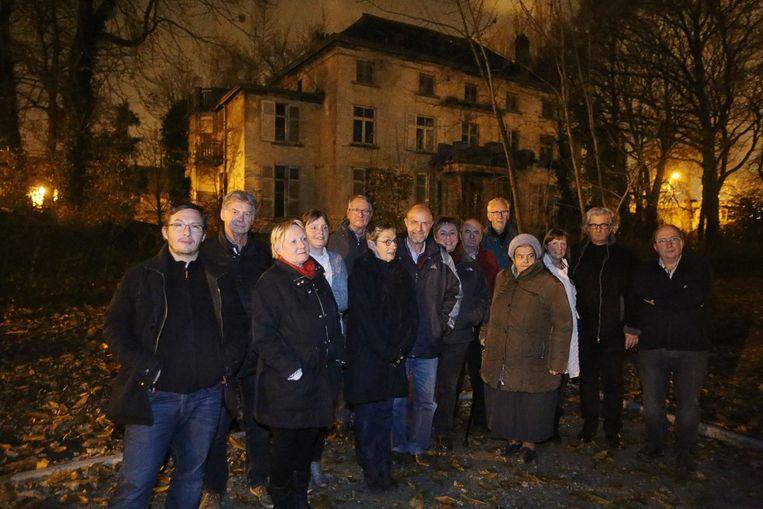 Bewoners protesteren tegen de komst van 45 assistentiewoningen op het kasteeldomein.