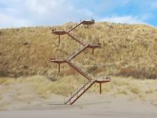 Een duintrap die zeker vijftig jaar kan blijven liggen, ondanks inwerking van zand en zout