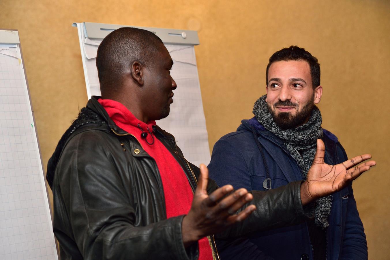 Vluchteling/acteur Fuad Alkhatib met artistiek leider Bright Richards.