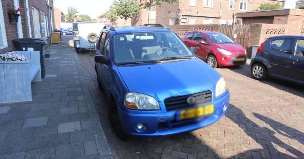 Kind in Den Bosch aangereden door auto, ambulance botst op weg naar het ongeval.