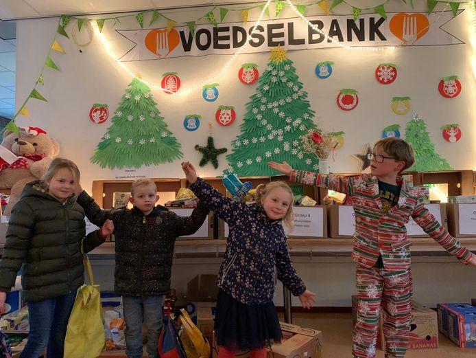 De Constantijnschool voerde afgelopen jaar nog actie voor de Voedselbank Woerden.