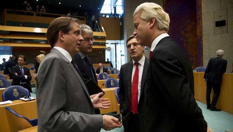 (Van links naar rechts) D66-leider Alexander Pechtold, CU-leider Arie Slob, CDA-leider Sybrand van Haarsma Buma en PVV-leider Geert Wilders praten voorafgaand aan het wekelijkse vragenuurtje in de Tweede Kamer in oktober. Beeld anp