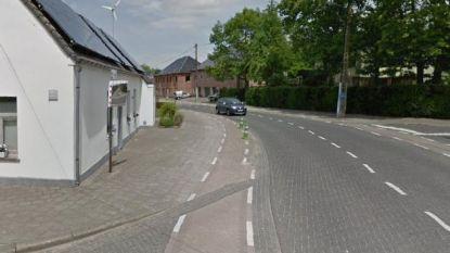 Asfalt in plaats van klinkers voor kruispunt Moortelhoekstraat-Gentstraat