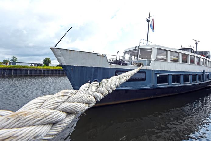 De partyboot Formidable van Salar Azimi ligt nog steeds in de haven van Belcrum.