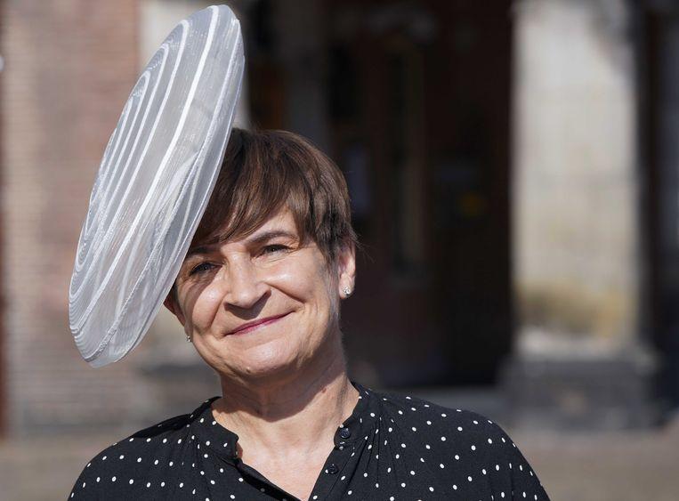 Lilianne Ploumen, Tweede Kamerlid voor de PvdA, in de herfstzon op het Binnenhof.   Beeld Lex van Lieshout / EPA