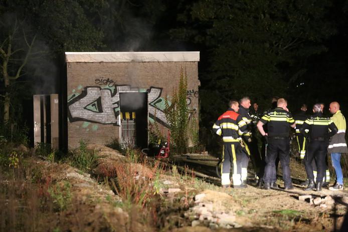 De oorzaak van de stroomstoring: brand in een trafohuisje aan de Bruistensingel.