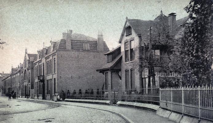 De villa Dommelstraat 4 is gebouwd in 1902. Het pand staat weer te koop. Foto Stichting Eindhoven in Beeld www.eindhoveninbeeld.com