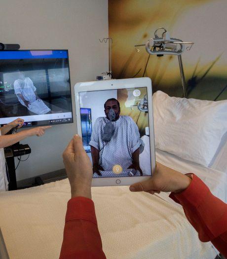 Hij lijkt echt, toch is hij dat niet: verpleegkundigen MMC trainen met virtuele coronapatiënt