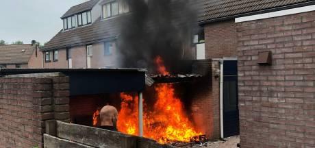 Brand verwoest schuur in woonwijk Emmeloord