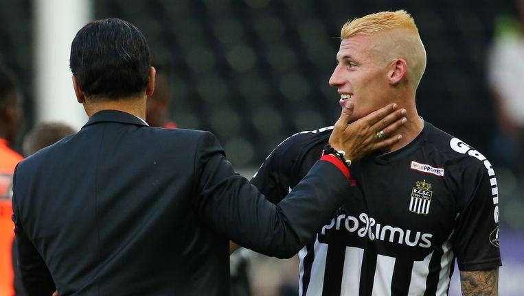 Mazzu feliciteert Dewaest voor zijn sterke match tegen Club Brugge, het bleek zijn laatste.
