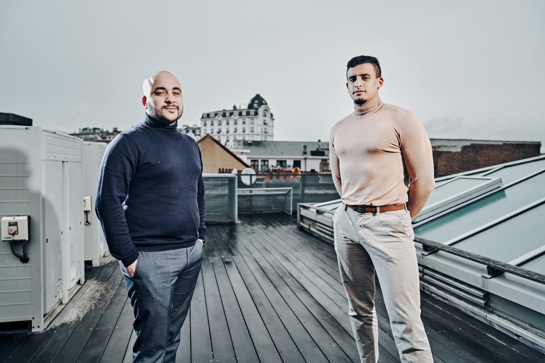 Youssef Kobo (l) en Yassine Boubout. 'Stop met denken dat ze je toch geen kans zullen geven, want niemand gaat je die kans spontaan geven. Je moet je eigen kansen creëren.'