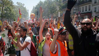 Veiligheidsmedewerker Franse president Macron geschorst wegens agressie tegen betoger