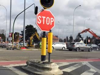 Passagier (14) lichtgewond na botsing bestelwagen en auto