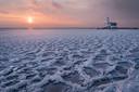 Een bevroren Markermeer. Foto Gijs de Reijke
