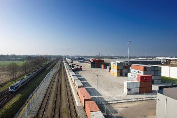 Een railterminal voor snelweg en spoor bij Reeth heeft grote gevolgen voor de leefbaarheid van het buurtschap en van omliggende dorpen.