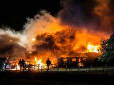Bewoner hoort knal en ontsnapt met zijn familie net op tijd aan verwoestende vuurzee in Almen