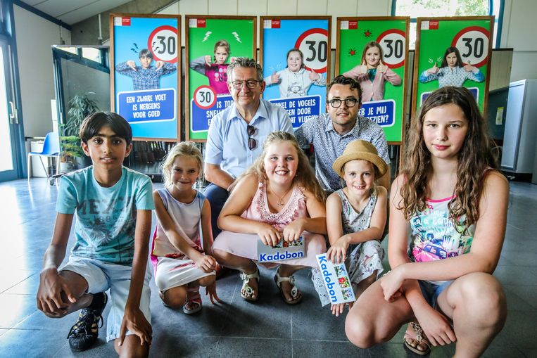 Brugge voorstelling wijkgerichte snelheidscampagne met de modellen van de affiches