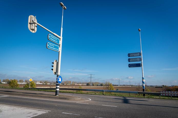 De A15 loopt nu dood bij de afslag naar Bemmel en Huissen. Het doortrekken van de weg naar de A12 bij Zevenaar is lastiger geworden door een uitspraak van het Europese Hof over het stikstofbeleid in ons land.